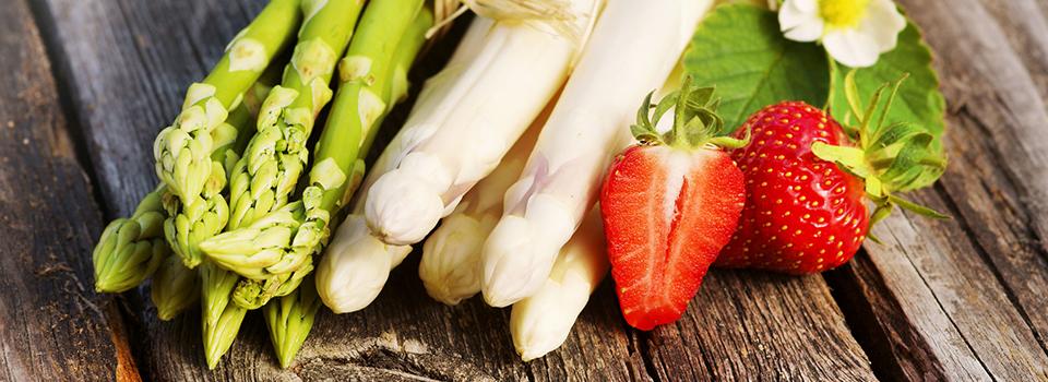 asperges-blanches-vertes-fraises